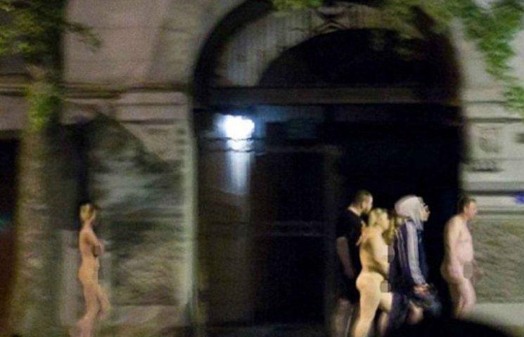 Як на Росії голих повій водили по вулицях (ВІДЕО 18+)
