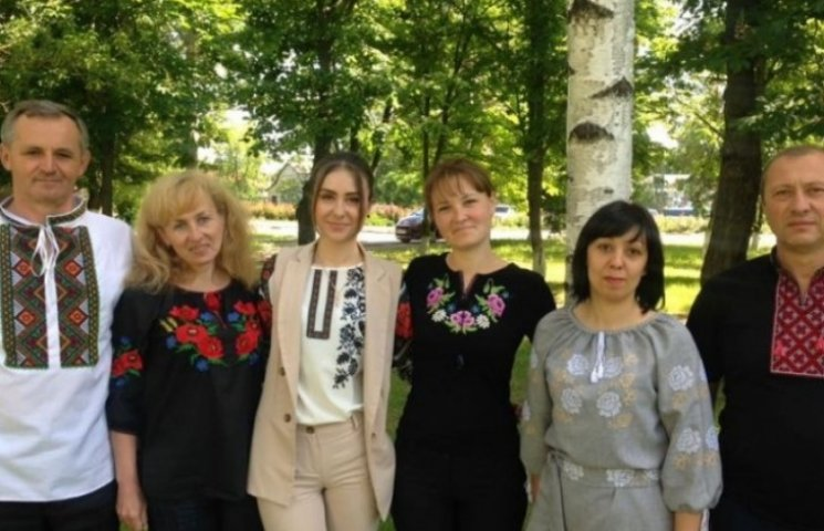 Одеські чиновники та політики вшанували День вишиванки символічним вбранням