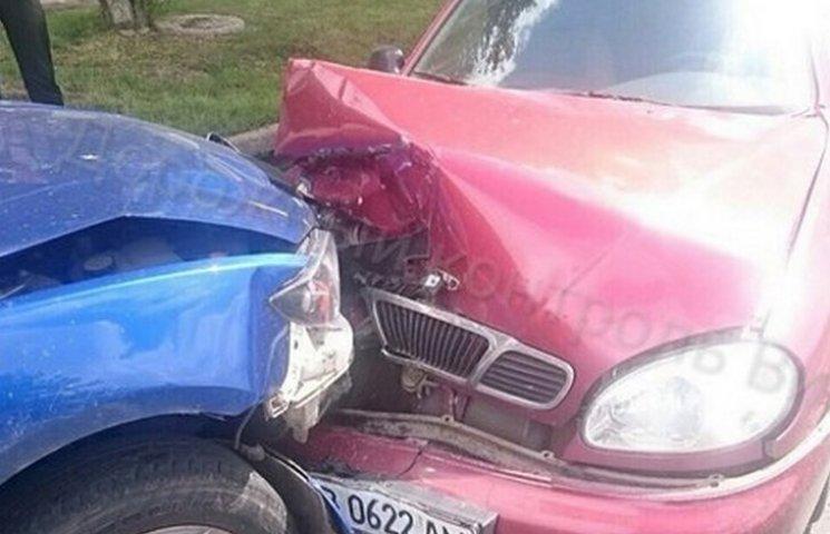 У Вінниці в лобовій аварії зіштовхнулись дві іномарки
