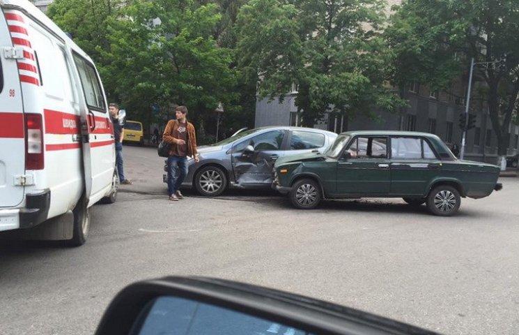 У Дніпрі за два дні на одному перехресті сталося шість ДТП