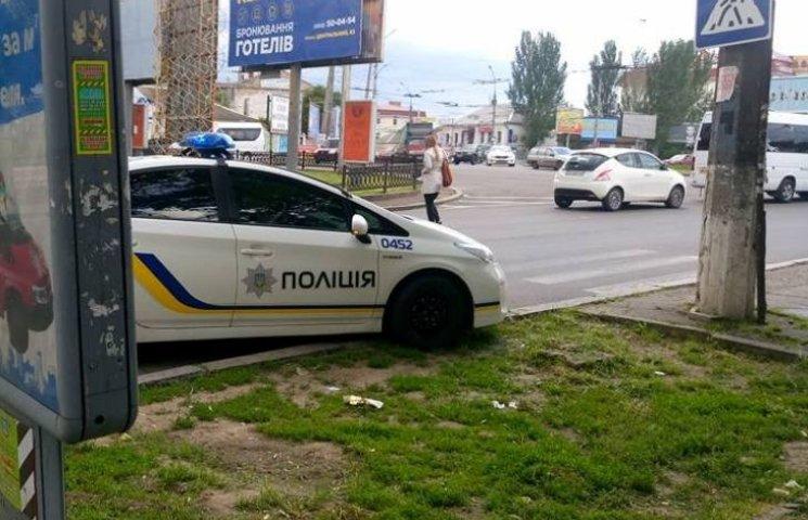 """У Миколаєві горе-патрульних зарахували до """"героїв парковки"""""""