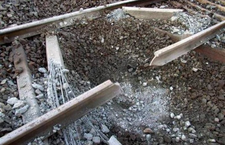 У Горлівці бойовики підірвали залізничну гілку (ФОТО)