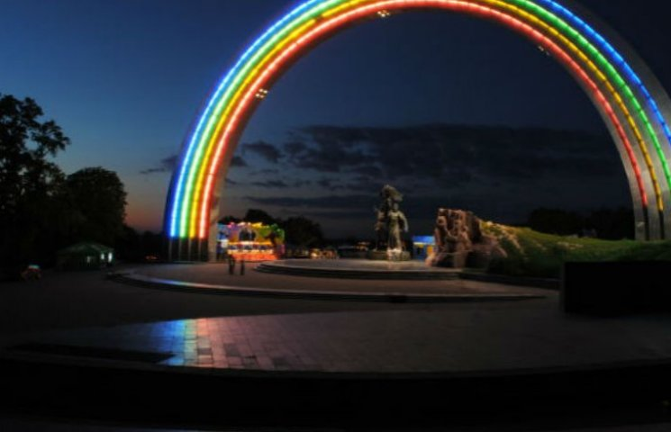 Вместо Арки дружбы народов в Киеве могут поставить памятник воинам АТО