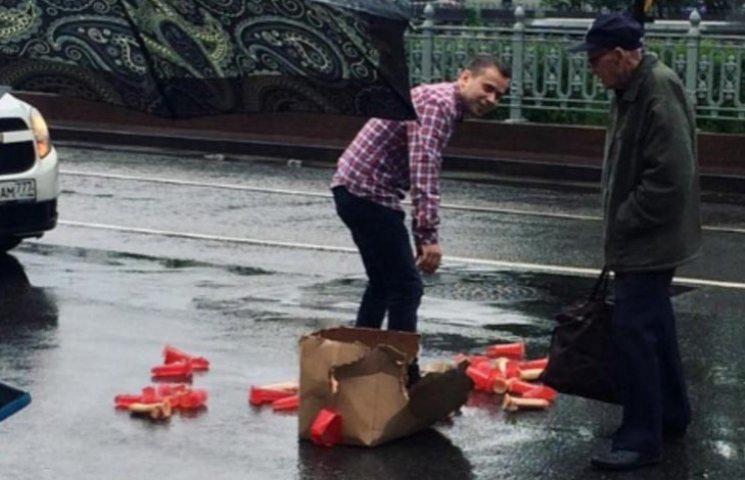 Как резиновые пенисы создали затор в центре Москвы