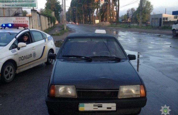 """У Вінниці патрульні затримали таксиста """"під кайфом"""""""