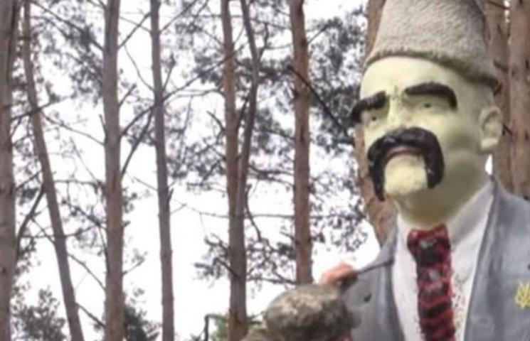 На Луганщині скульптуру Леніна перетворили на Шевченка (ФОТО, ВІДЕО)