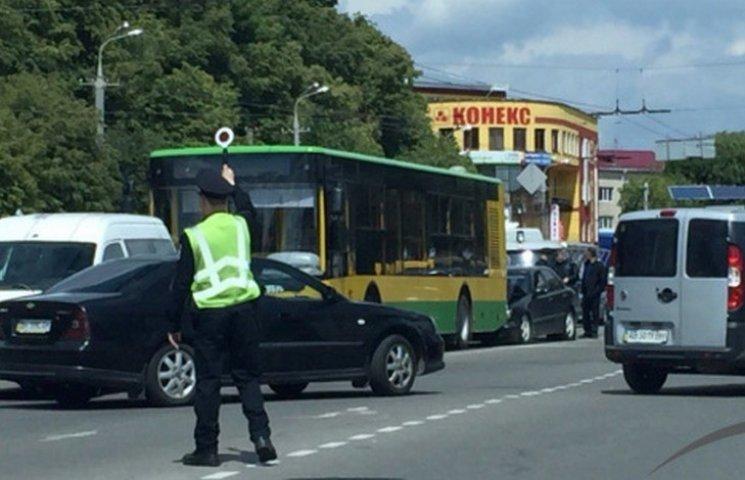 У Вінниці на Пирогова - потрійна аварія