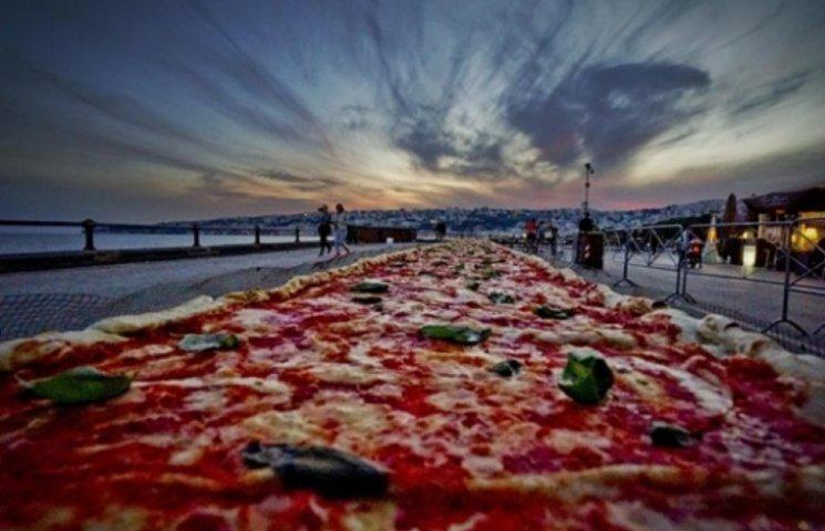Італійці приготували рекордну піцу довжиною майже 2 кілометри