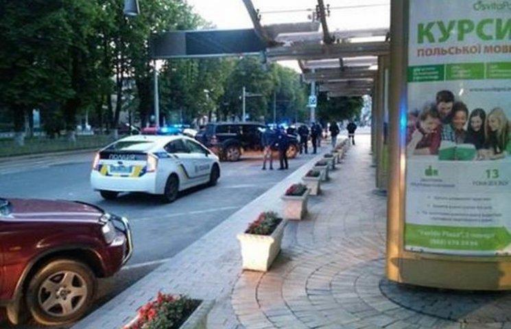 """Зранку у Вінниці пошкодили патрульний """"Пріус"""" та стріляли з пістолета"""