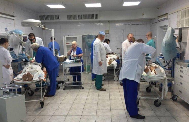 До Дніпра вранці доправили нових поранених з зони АТО