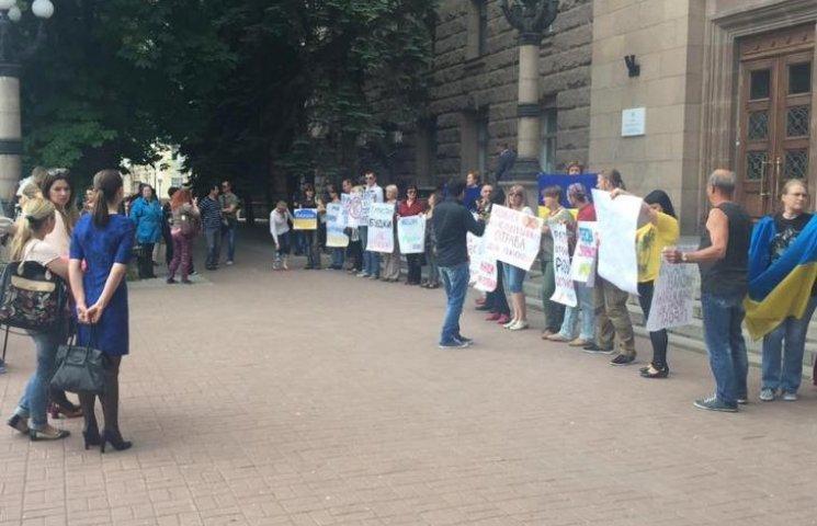 Миколаївці пікетували мерію проти незаконних будок