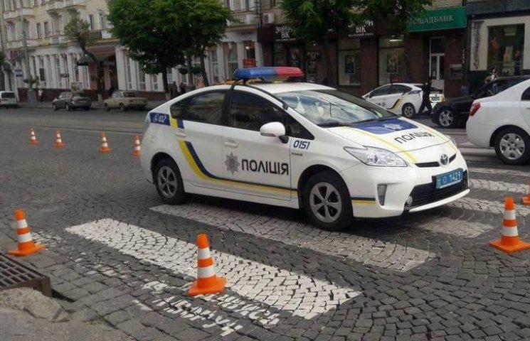 """На """"зебрі"""" біля Вінницької ОДА патрульні збили людину"""