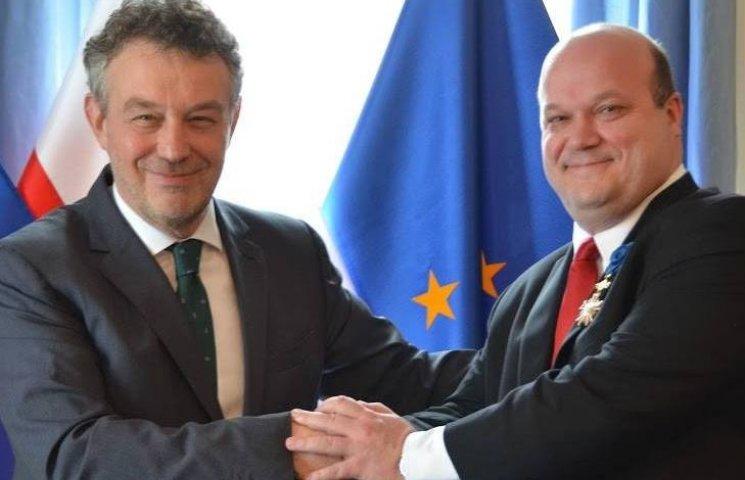 Чалий отримав нагороду від посла Польщі в США