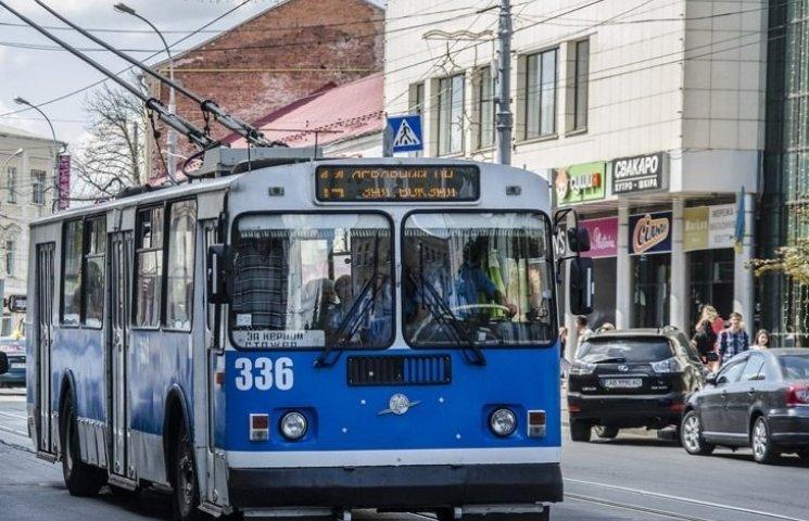 Вінничанин потрапив під колеса тролейбуса