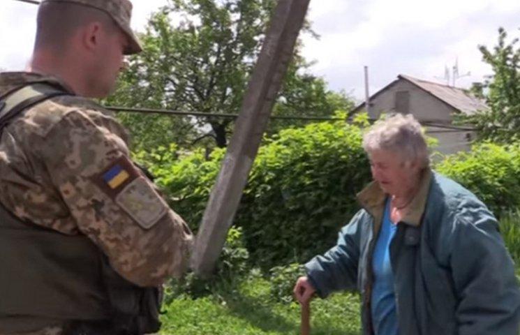 """""""Бийте їх!"""": жителька Опитного закликала бійців ЗСУ швидше звільняти Донбас (ВІДЕО)"""