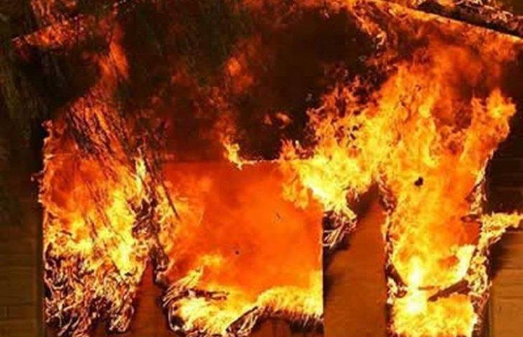 В окупованій Макіївці зайнялася сильна пожежа на ринку (ВІДЕО)