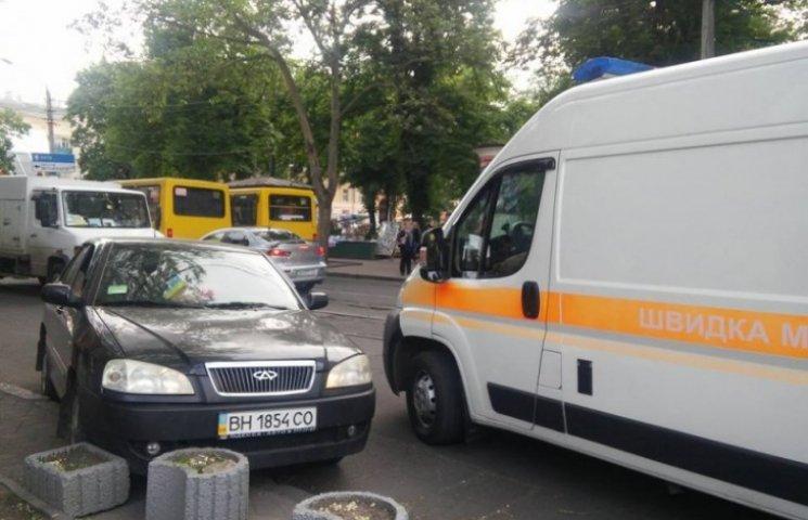 """""""Нешвидка"""" допомога: в Одесі за кермом автомобіля помер чоловік"""