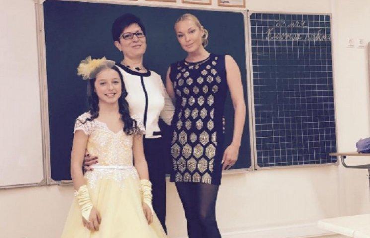 11-летняя дочь Волочковой начала делать макияж в стиле своей мамы