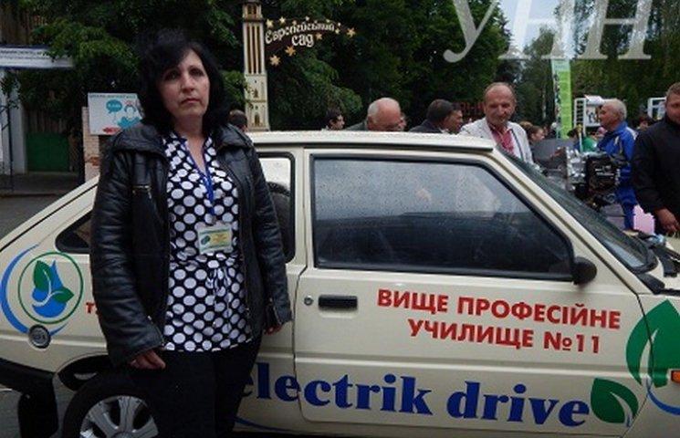 """Вінницькі студенти зробили з """"Таврії"""" електромобіль"""