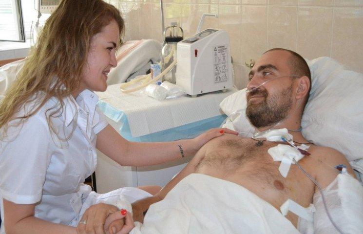 """У Дніпрі лікарі врятували бійця з """"діркою"""" біля серця"""