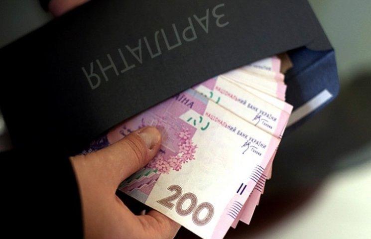 """В Хмельницькому і надалі виплачують """"сірі"""" зарплати"""