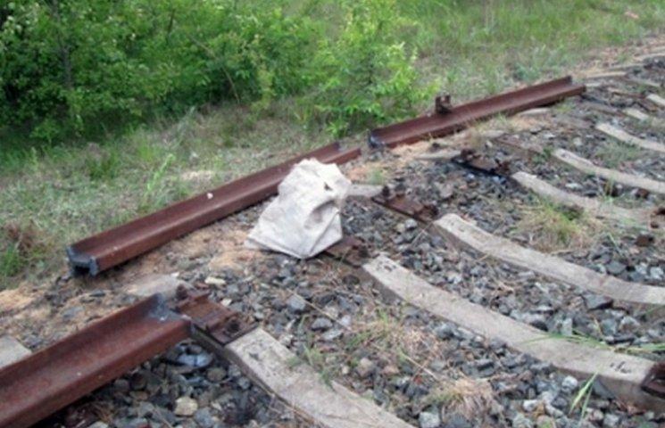 """На Вінниччині """"умільці"""" розібрали залізничну колію"""