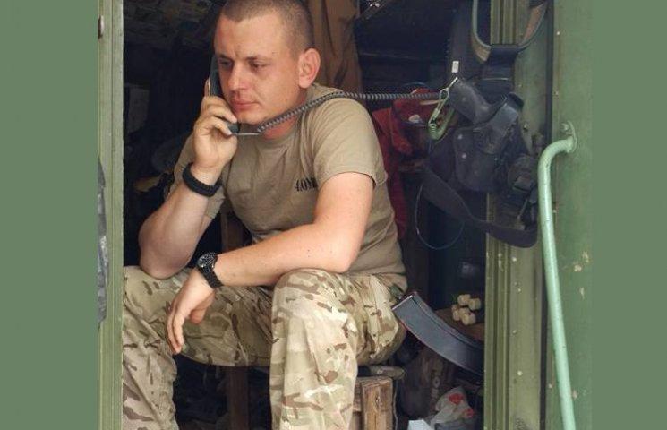 Порошенко позвонил бойцам, которые подбили БМП боевиков под Новотроицким