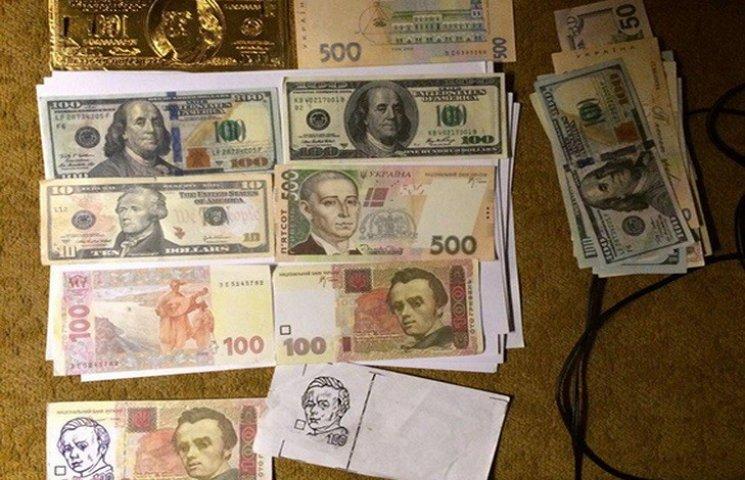 У Дніпрі фальшивомонетники підробляли гривні та долари