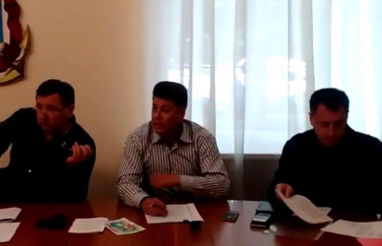 """Миколаївські """"опоблоківці"""" вигнали нового начальника управління з комісії"""