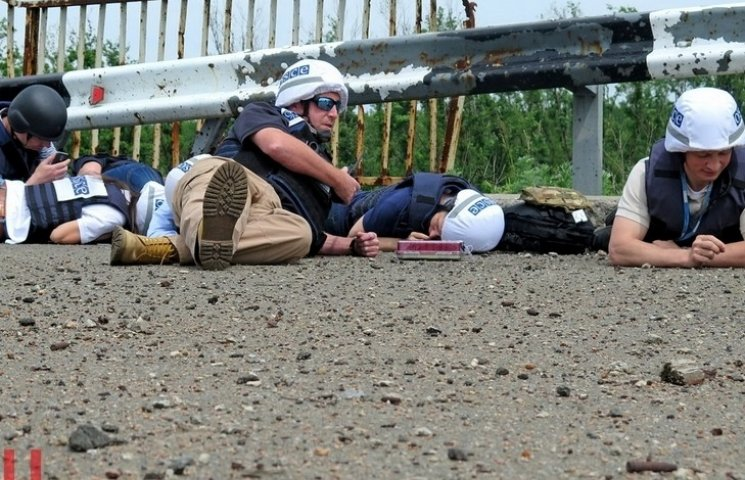 Хуга та його команду змусили лягти обличчям в землю (ФОТО)