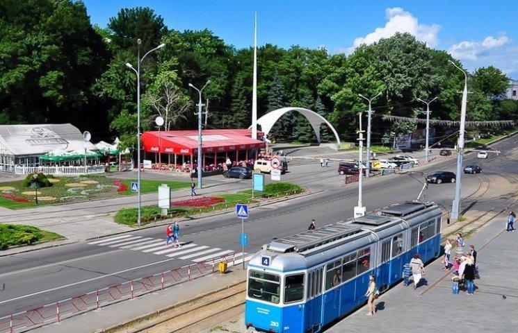 Дві маршрутки змінять напрямок руху через ремонт площі Гагаріна