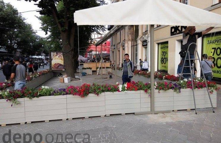 """Головну вулицю Одеси знову починають """"захоплювати"""" ресторатори"""