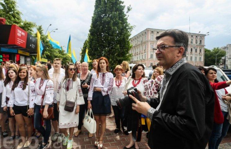 У Мегамарші вишиванок взяв участь відомий російський блогер