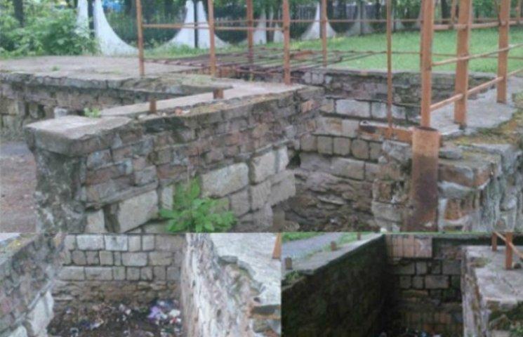 Из-за отсутствия уборных николаевцы превратили город в общественный туалет