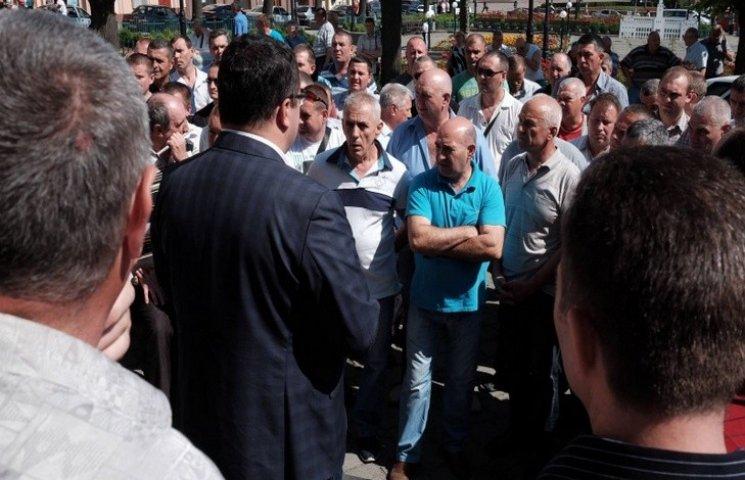 Чернівецькі перевізники страйкують біля міської ради