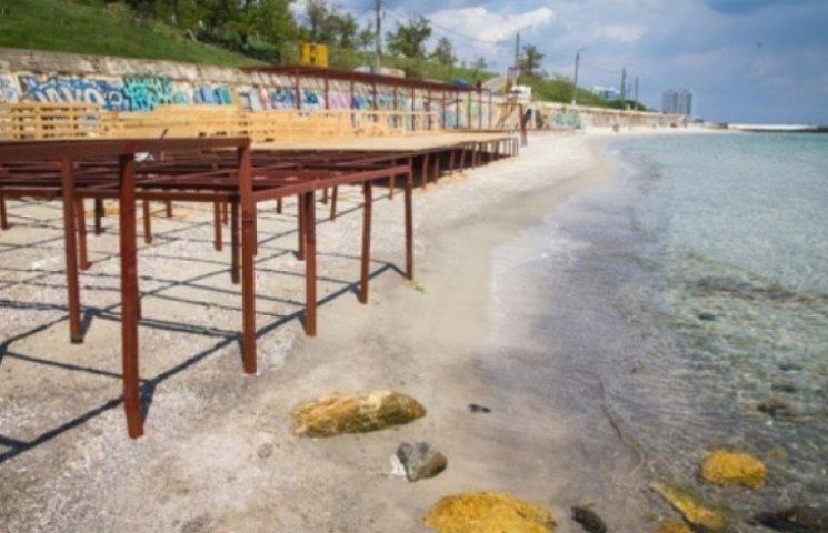 У Труханова пожаліли орендаря пляжу та дозволили встановити настил
