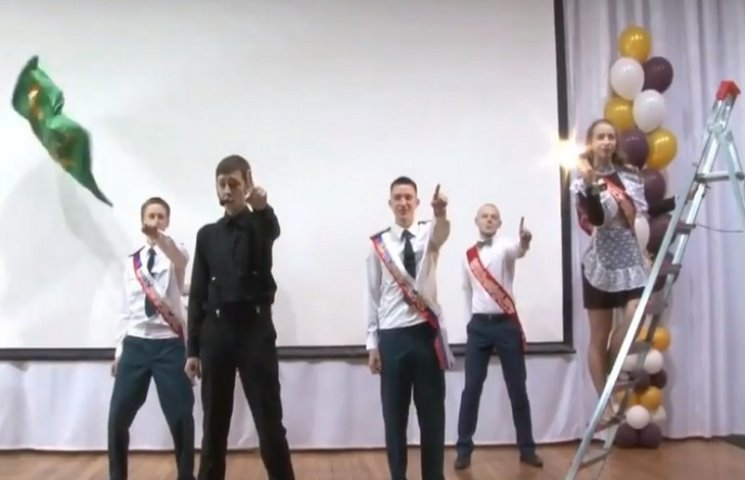 На Росії школярі показали бюджетну пародію на виступ Лазарева на Євробаченні