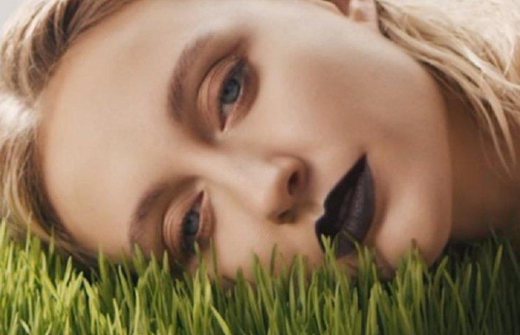 Єва Бушміна з чорними губами представила дебютний кліп у якості співачки LAYAH