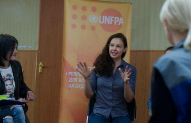 Голівудська акторка Ешлі Джадд відвідала Донбас у якості посла ООН (ФОТО)