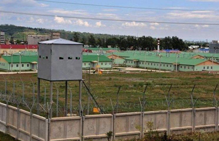 На Росії будують одразу кілька військових баз, щоб вдарити нам у спину