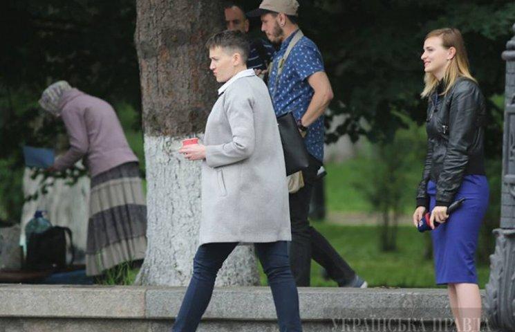 Ранняя пташка: Савченко пришла в Раду за два часа до начала заседания