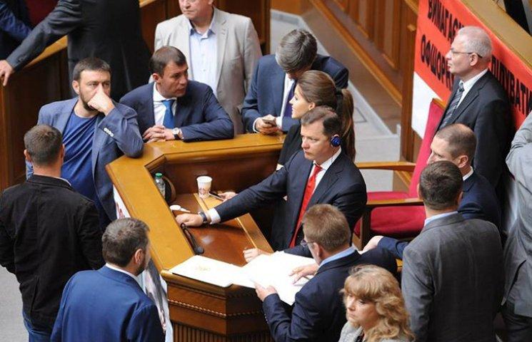 """Ляшко продолжил блокировать трибуну за ВСК по офшорам и против """"дебилизации"""""""