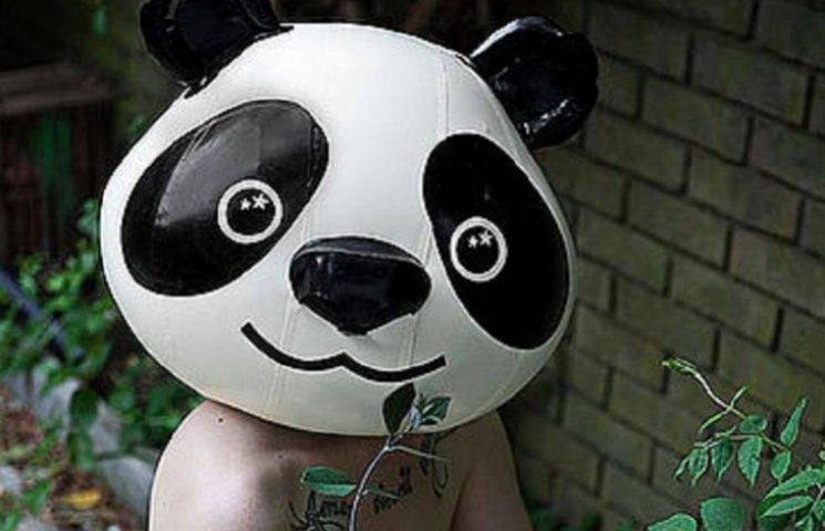 Фотосессия голых девушек со странными масками на голове взорвала сеть (ФОТО 18+)