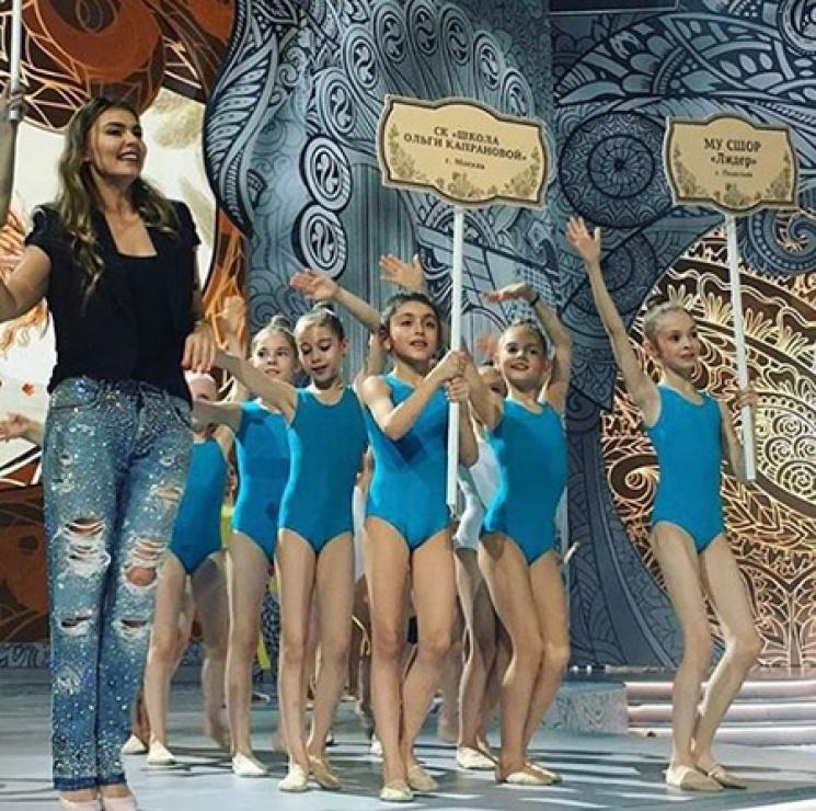 Алина Кабаева всех удивила модным нарядом