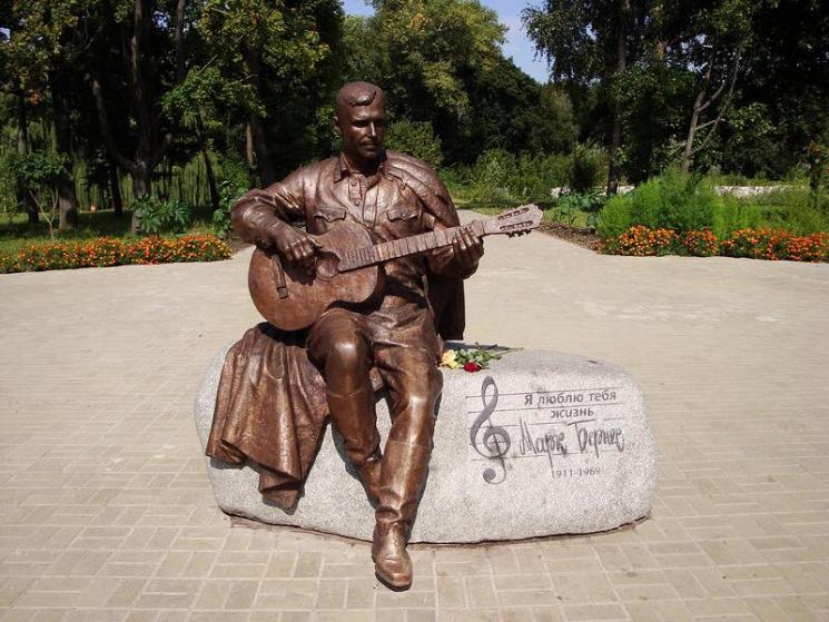 Вгосударстве Украина неизвестные похитили монумент советскому актеру Марку Бернесу
