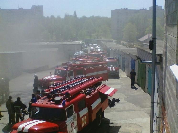 В Харькове на пожаре в гаражном кооперативе покалечился человек