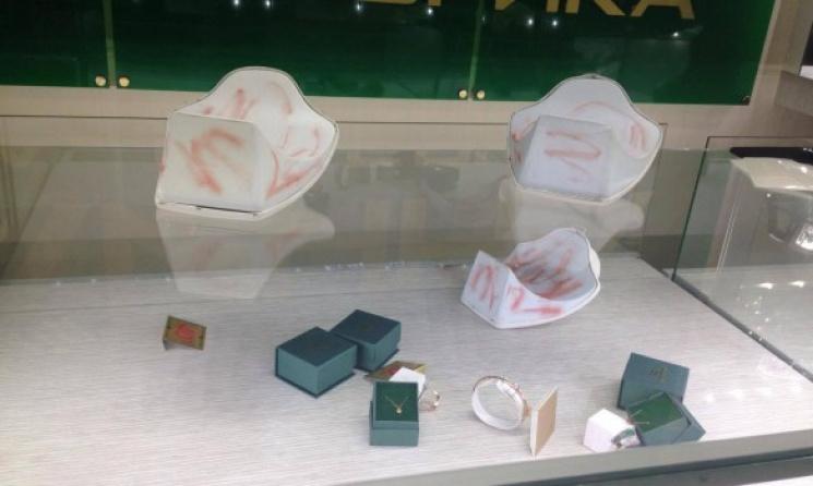 ВКиеве грабители вшлемах обчистили ювелирный магазин