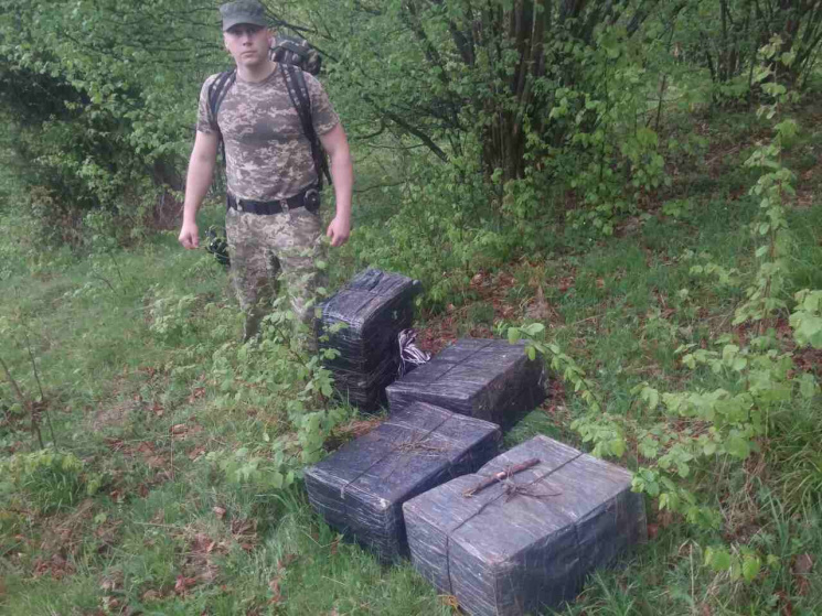 Черновицкие таможенники сострельбой задержали контрабандистов