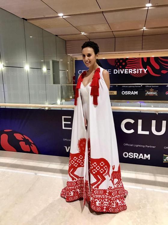 Джамала здивувала оригінальною сукнею в…