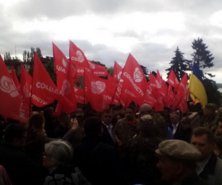 В Днепре День Победы празднуют с символикой партий: фото